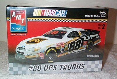 Dale Jarrett UPS '03 Ford Taurus Model Kit