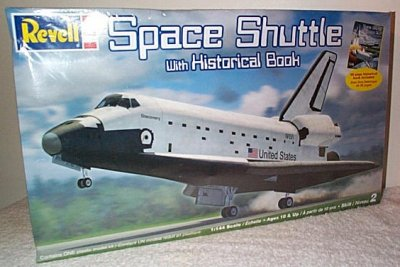Space Shuttle w/48 Page Book Model Kit