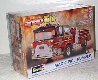 Mack Pumper Tire Truck Model Kit